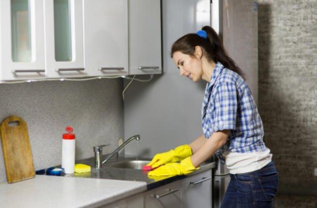 طرق تنظيف المطبخ الخشب