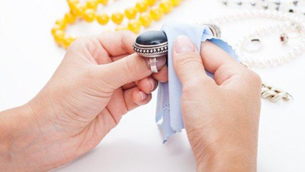 طرق فعالة لتنظيف الفضة